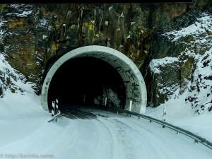 тоннель сквозь скалу